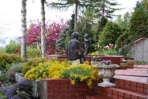 bibler gardens patio sculpture